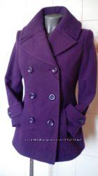 Красивенное, эффектное, двубортное приталенное фиолетовое полупальто Portfol