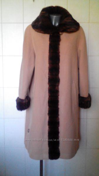 Красивенное, шикарное, эффектное, теплое шерстяное деми-пальто-миди Authen