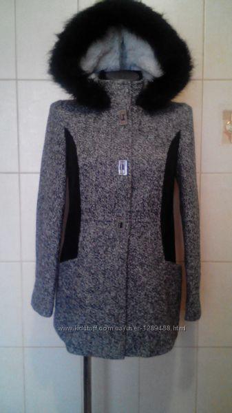 Стильное, комфортное пальтишко Atmosphere с меховой отделкой и контрастным