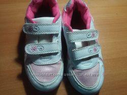 Кроссовки на девочку 29 размера в прекрасном состоянии