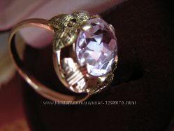 Золотое кольцо с крупным лейкосапфиром white sapphire