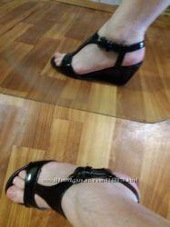 Очень лёгкие и удобные кожаные босоножки на ножку 24, 5 см. Minelli