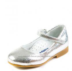 Кожаные серебристые туфли для девочки Паутинка от Moschino Р21-26