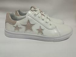 Белые кожаные кроссовки с пудровыми звездами Мальвы