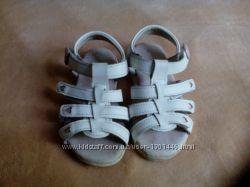 Кожаные сандалики 25 размер
