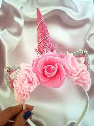 Розовый единорог на обруче с розами