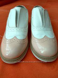 Стильные  лаковые туфли. Bata. Италия.