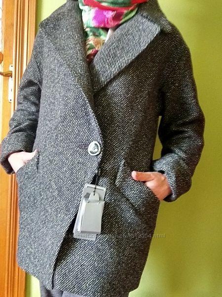 Короткое пальто серо-зеленое