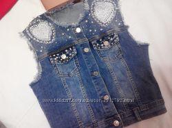 продам фирменный джинсовый жилет