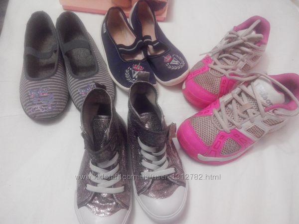 продам фирменную обувь для девочки