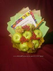 Букет осенний на день учителя в подарок с фруктами