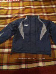 Практически новая качественная куртка