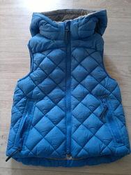 Деми жилетка H&M для мальчика 122 см