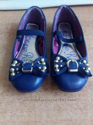 Красиві туфлі для дівчинки