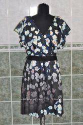 Красивое платье с рюшами в цветочный принт