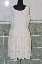 Нарядное праздничное кружевное платье со стразами