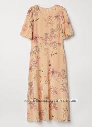 Нежное платье миди H&M в цветочный принт.