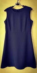 Платье с подрезом на талии без рукава