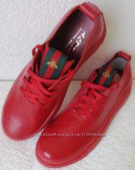 Gucci Красные красивые кожаные кеды мокасины женские слипоны в стиле Гуччи