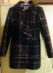 Роскошное демисезонное пальто в отличном состоянии