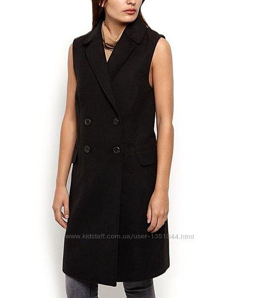 Стильное базовое двубортное угольно-чёрное пальто без рукав, с карманами