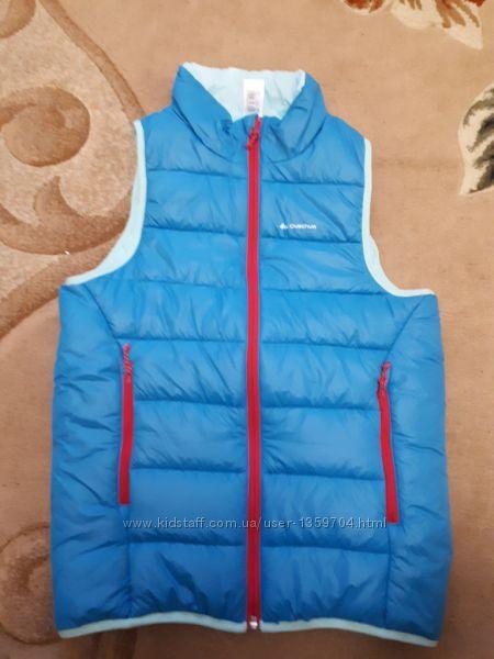 Теплая жилетка для девочки Quechua от Decathlon р. 143-15211-13лет