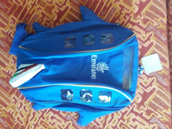 Новый синий рюкзак ввиде самолета от Эмиратских авиалиний