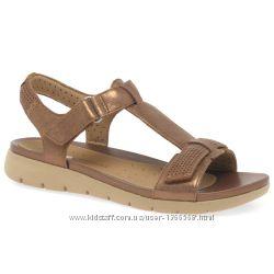 Шкіряні сандалі Clarks Haywood Bronze