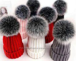 Детская вязаная шапка шапочка ручная работа помпон чернобурка