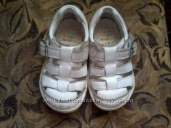 Туфли кожаные на девочку 21 размер, фирма Clarks