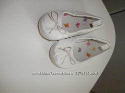 детские туфли от H&M.