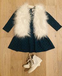 Платье и меховая жилетка