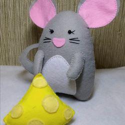 Новогодний подарок  мышонок с сыром