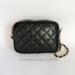 9131b754f995 Маленькая сумочка- клатч на цепочке пр-во Италия, черная, красная ...