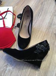 Элегантные нарядные чёрные туфли на платформе , стелька кожа