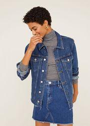 Mango новая из сайта крутая базовая джинсовка с необработанным низом S M