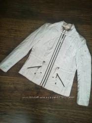 Красивая курточка на весну, размер М