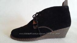 Натуральные замшевые деми ботинки фирмы Riker p. 41 стелька 27 см
