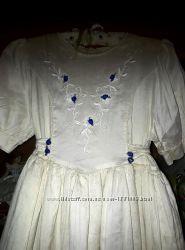 Очень нарядное платье для девочки . Подойдет на рост до 150 см. Есть белый