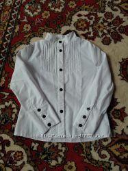 Красива ябелая школьная блузка р 122 отличное состояние