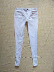 Стильные  белые джинсы скинни Zara, 36 размер .