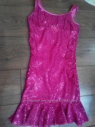 Нарядное платье в паетках на девочку 9-10 лет