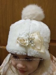 Красивая зимняя шапочка на девочку с натуральным пумпоном