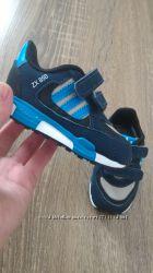Кросівки adidas, оригінал, розмір 19 євро