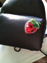 Брошь брошка клубничка ягодка ручная работа из бисера
