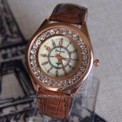 Женские часы с камешками