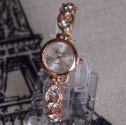 Женские часы-браслет со стразами