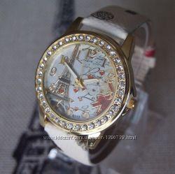 Часы Париж со стразами