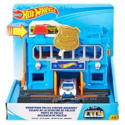 Игровой набор Гонки в городе Полицейская станция Hot Wheels City Downtown