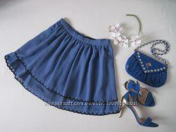 Синяя пышная шифоновая юбка солнце с черной вышитой окантовкой по низу